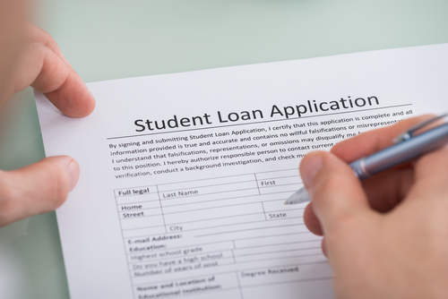 photo of someone filling out student loan application